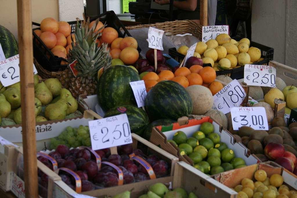 1280px-Fruit_market_in_Ventimiglia-1024x682-1