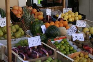 1280px-Fruit_market_in_Ventimiglia
