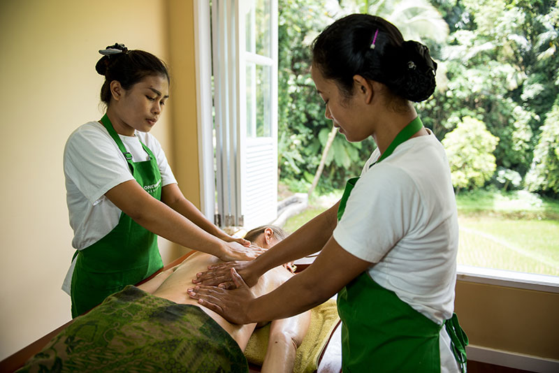 therapists-oneworld-ayurveda